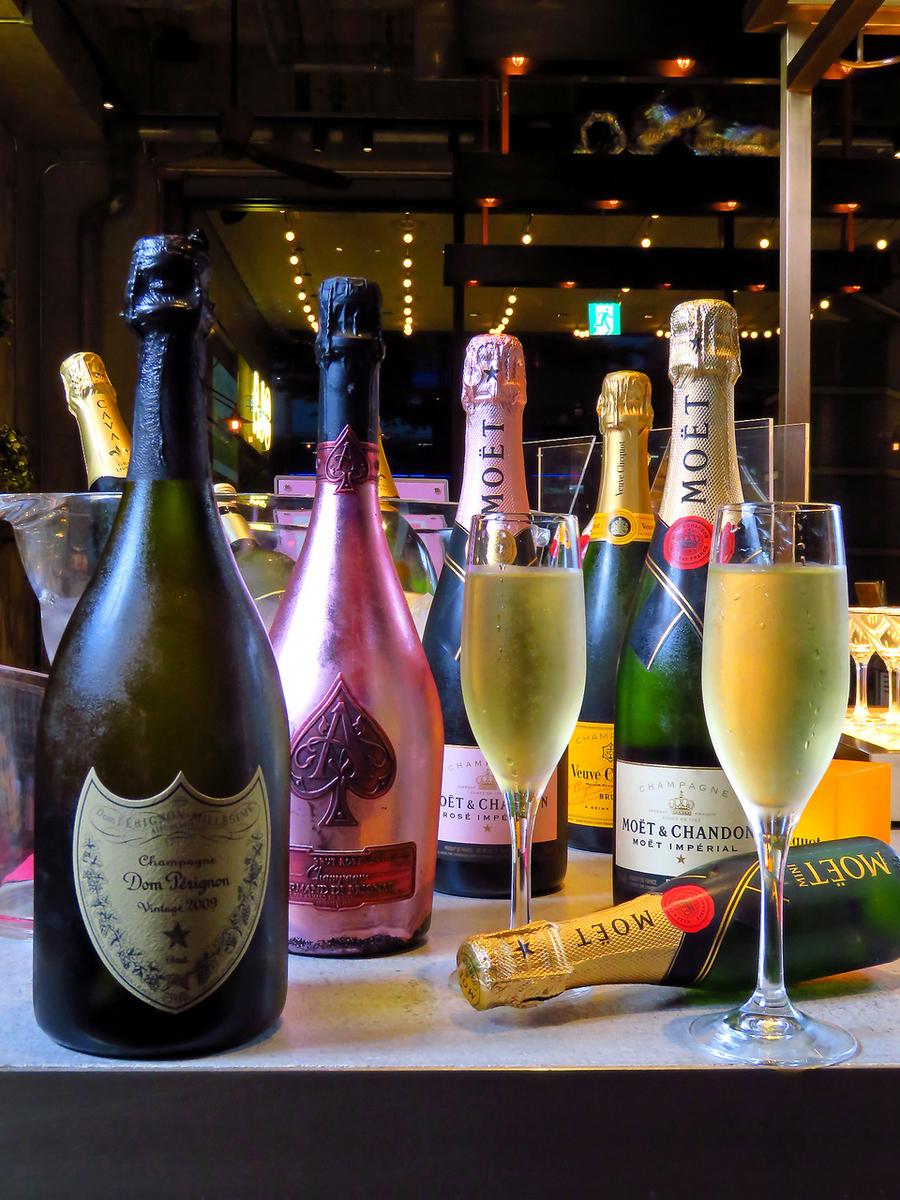 赤白ワインボトル、シャンパンも豊富にご用意♪