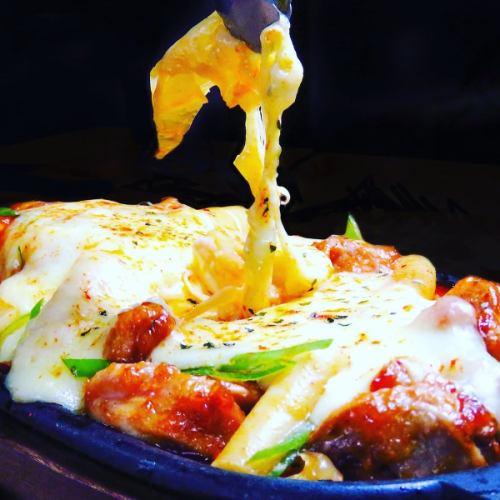 極受歡迎的達克比奶酪♪放在鐵盤和鍋中!