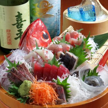 【Suruga Enshu! Sashimi Platter Assortment】 About 10 kinds of fish arriving daily are almost natural products! Assorted 5 · 6 kinds among them