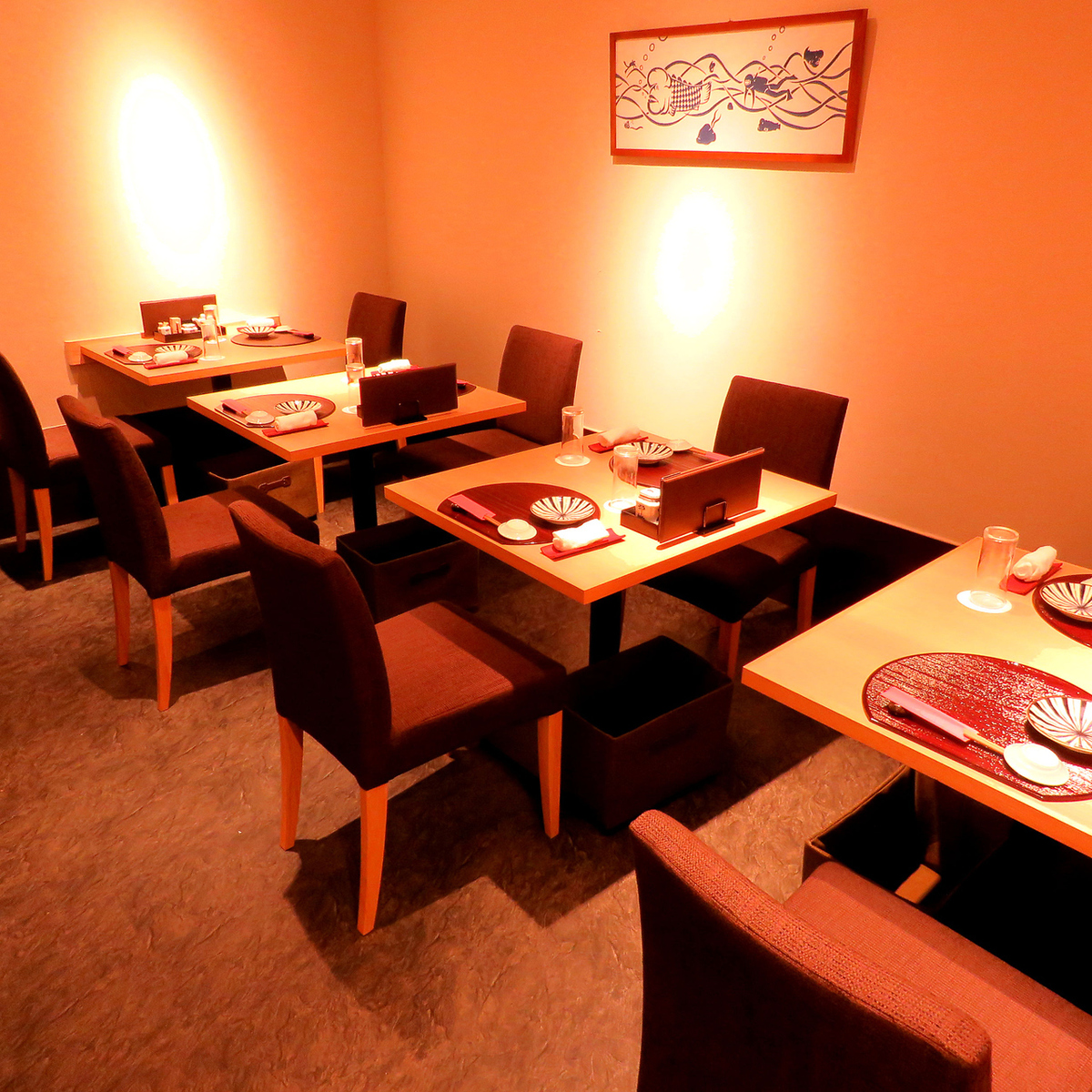 8 명까지 같은 자리에서 휴식을 취할 수 있습니다.최고급 요리를 차분한 분위기에서 즐기실 수 있습니다.