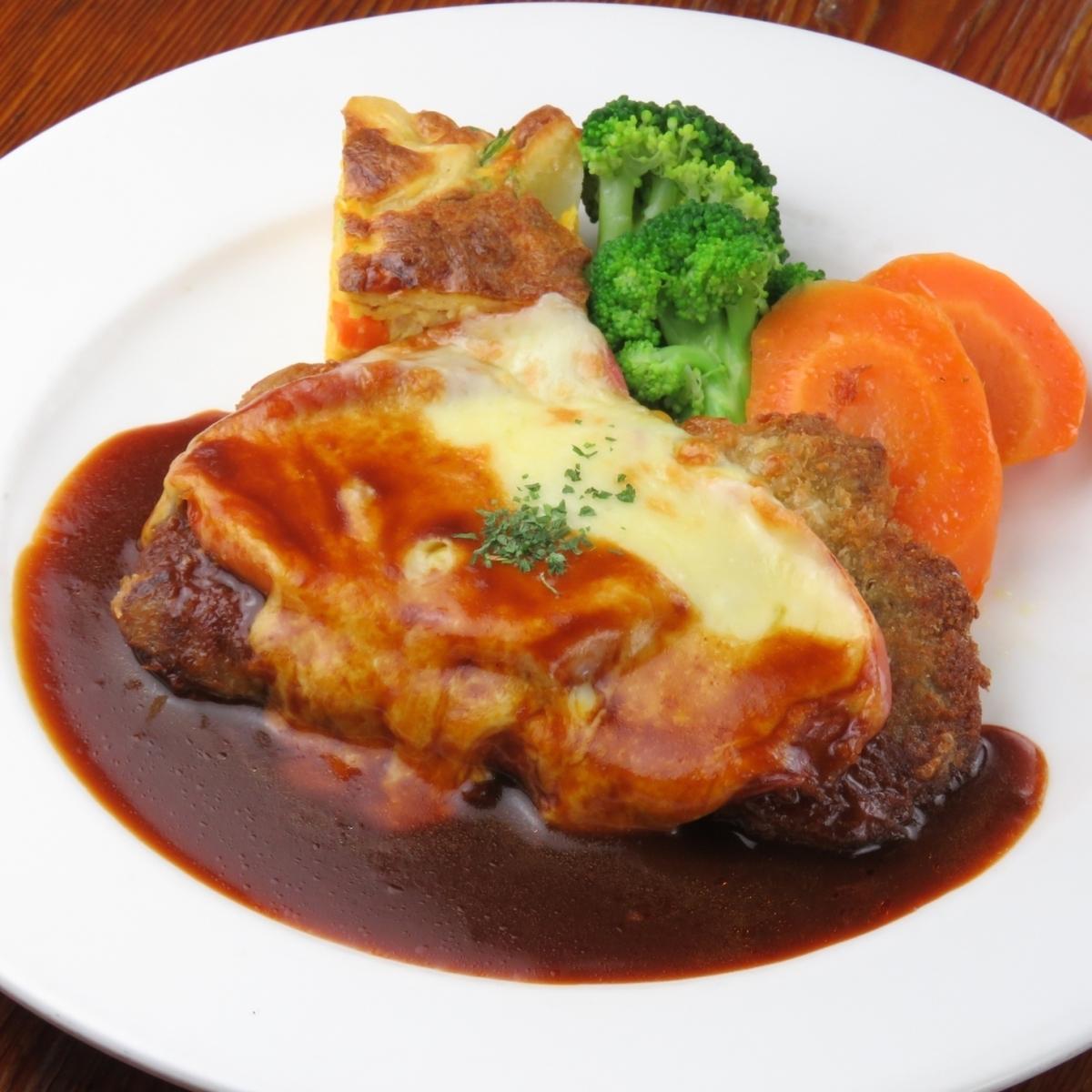 仔牛のカツレツ パルマ風/仔牛の生ハム、チーズ重ね焼き ローマ風