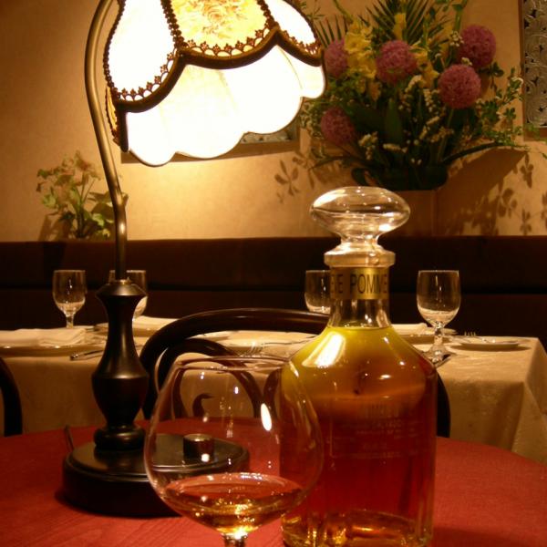 アペリティフ(食前酒)に始まり、厳選されたフランスワインを堪能した後は、ゆっくりとディジェスティフ(食後酒)を楽しむ。お酒好きにはたまらない幸せなひと時をお約束します。もちろん、お酒のお苦手な方のためにノンアルコールドリンクも色々と取りそろえてございます。