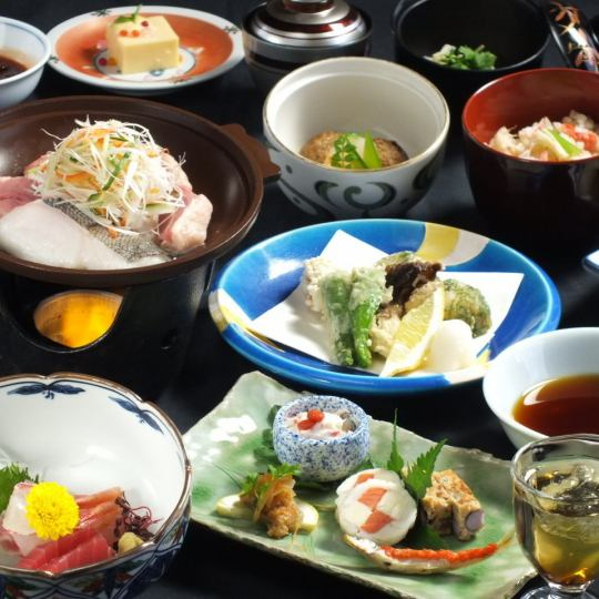 [后期由交易分]特选中午怀石料理是4860日元有五种可用的私人病房在服务的免费时间13 :! 30〜16:00了