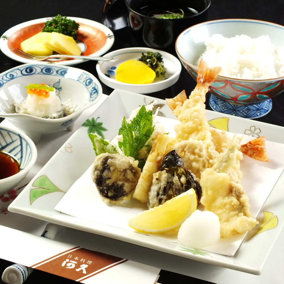 A large number of set meals are also available !! How about lunch at the 33rd floor?