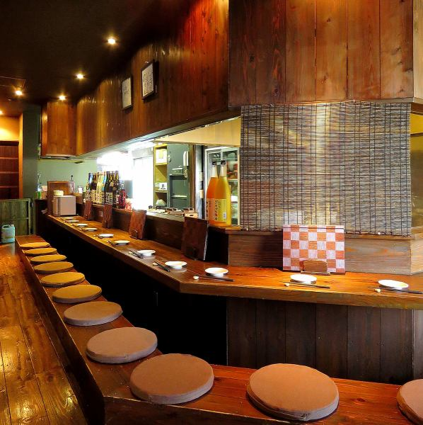 【Counter Seat】 Spacious counter is also recommended for small meals and when you want to talk a chill!