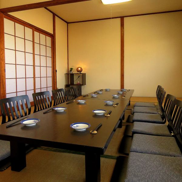 【Second floor private room】 Private room which can be divided by sliding doors can be connected as a banquet hall ◎ You can use it for family gatherings and dinners as well as various banquets!