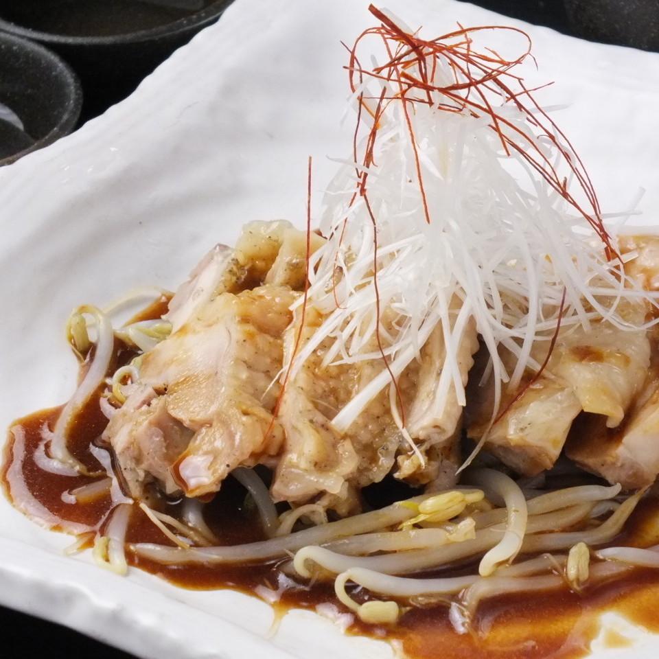 蒸し鶏(醤油だれ)