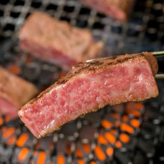 卸センター直売だからこそ、お肉の種類も豊富で新鮮な肉で焼肉を食べれるお店!