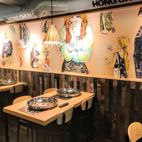 デザイナーが手掛けるウォールアート☆食事を楽しんで頂く為に素敵な空間づくりにこだわりました!!インスタ映えする店内で写真撮影☆★インスタなどにアップしてフォローして下さい!!※混雑時90分制です。