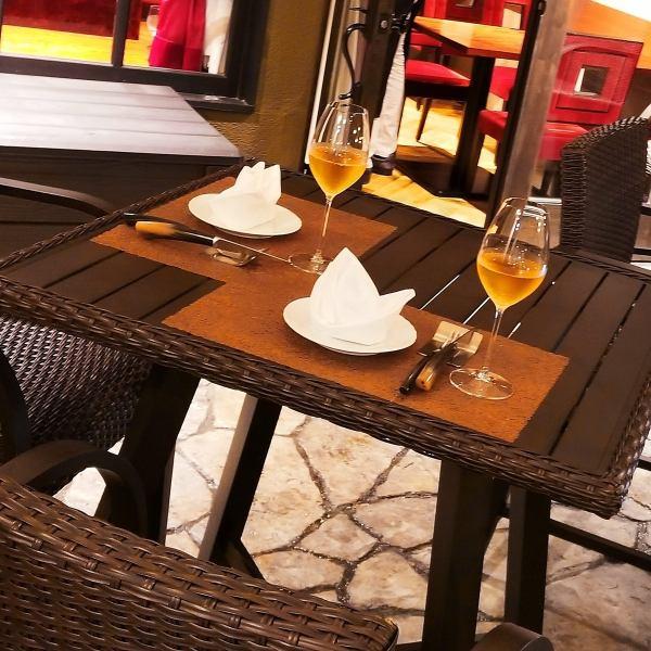 【あたたかな日差しの中で優雅なお食事を♪テラス席】これからの時期にぴったりなテラス席をご用意。開放感あふれる場所が いつもとは違った、友人の 新たな一面を見せてくれます★ランチタイムはぽかぽか陽気の中 まったりとお食事を…ディナータイムは優しい灯りが、さらにお食事の時間を彩らせてくれます◎