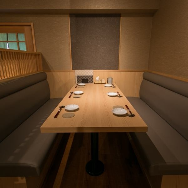 【Space of relaxed harmony】 Table seat of 4 people in an adult calm space feels Japanese.Although it is not a private room, the walls surround the three sides, you can spend it without worrying about other customers.We have a comfortable seating so please relax and enjoy the cuisine with everyone.