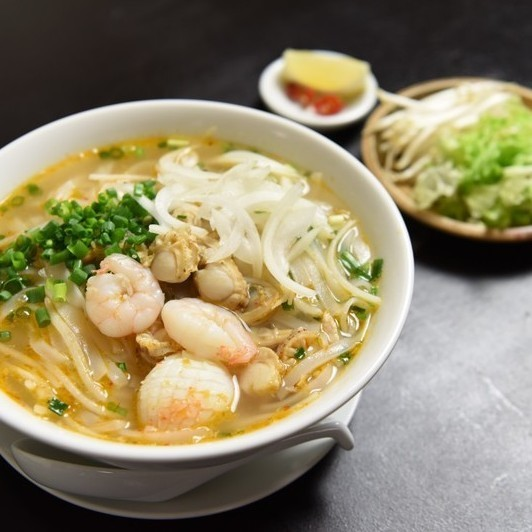 Hot spicy sour seafood / stir-fried with shrimp and pork