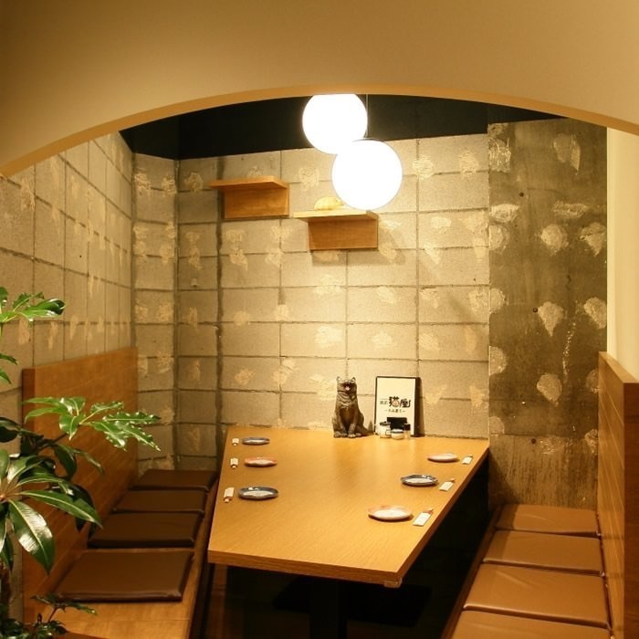In the innermost part of the shop is a private room for 6 people (maximum 8 people), entrance is divided by full moon and black cat's goodwill ☆ Banquets and entertainment in small groups, special banquet Please use private room full of perfect lodging feeling!