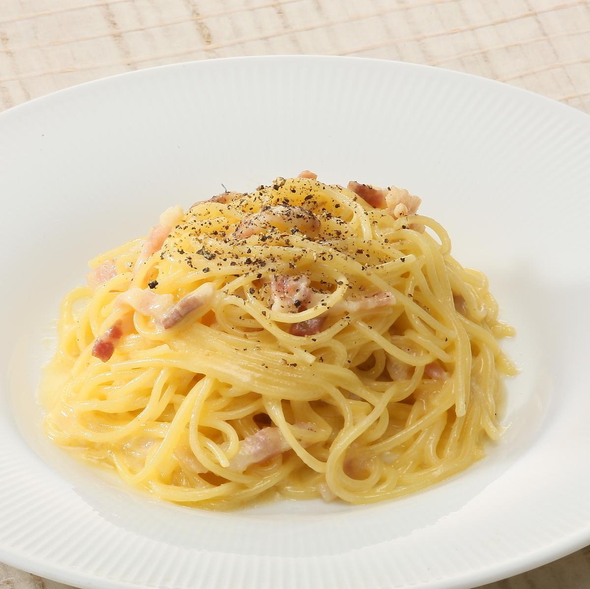 イタリア産生ベーコン「パンチェッタ」のカルボナーラ