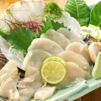 Active scallop sashimi
