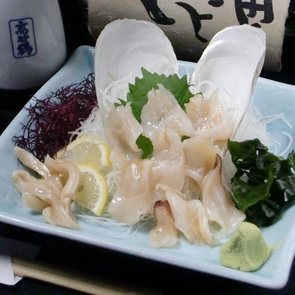 新鲜的白壳生鱼片