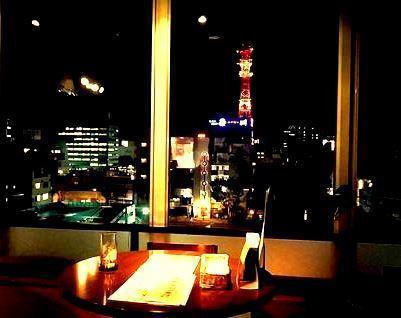 夜景を眺めながら楽しい時間を過ごせるお席もございます♪東北電力の鉄塔のライトアップが時間と共に彩りを変化させちょっとロマンチックですよ♪
