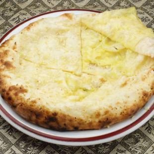 チーズガーリックナン Cheese Garlic Nan