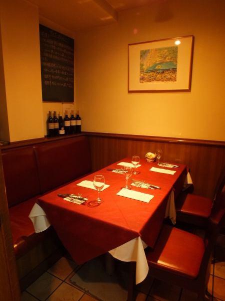 【ランチタイムにもフランス料理をご堪能いただけます!】 レストラン ミモザでシンプルなフランス料理をお気軽に楽しむことが出来ます。女子会などに最適です。誕生日や結婚記念日などの特別なおまかせディナーコースはランチでもご予約でお受けいたします。※ランチタイムの予約はお電話のみとなっております。