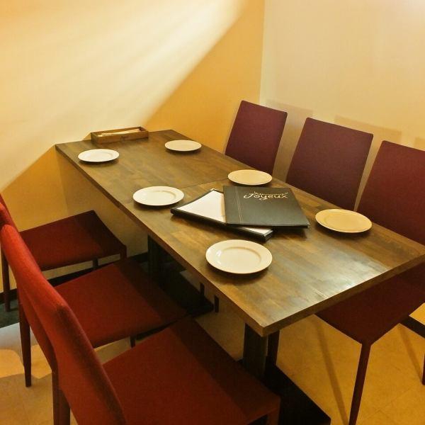 【テーブル席】料理を中心としたお食事の場合には、テーブル席がお勧め☆