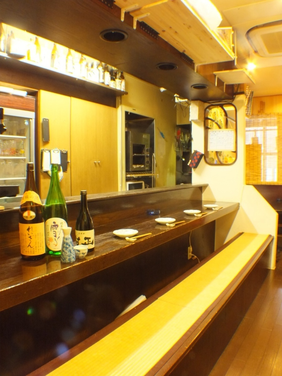 A counter that feels warmth of warm and spacious wood! Welcome from one person ♪