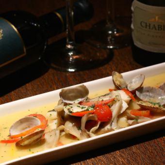 흰살 생선과 여러가지 야채의 아쿠아 팟차