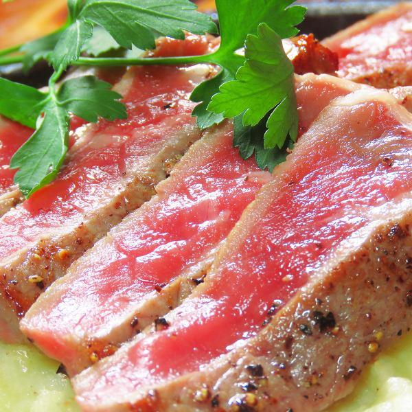 旨味と肉汁を閉じ込めた【鉄板牛ステーキ】