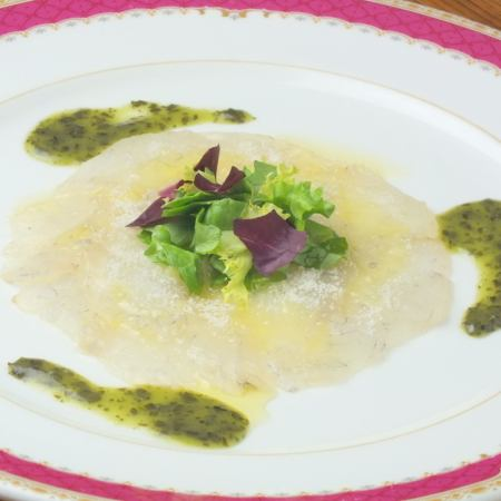 Fresh fish carpaccio tailoring