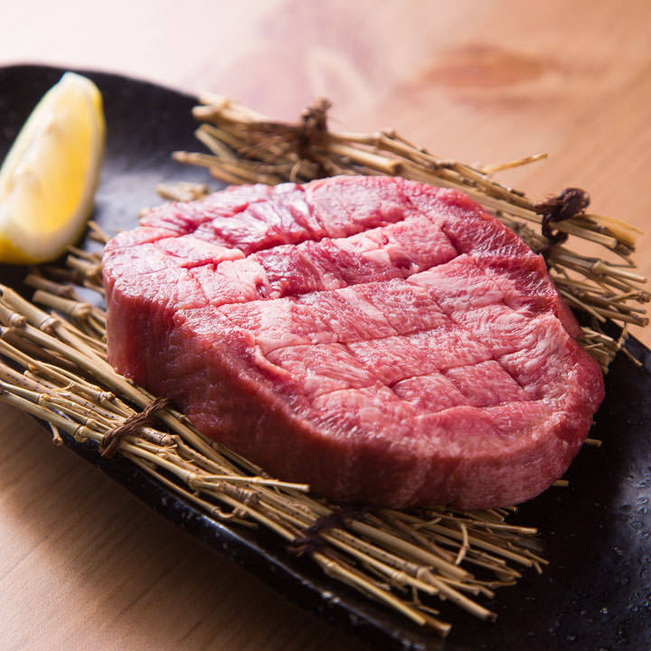 두껍게 썬 쇠고기 스테이크 120g