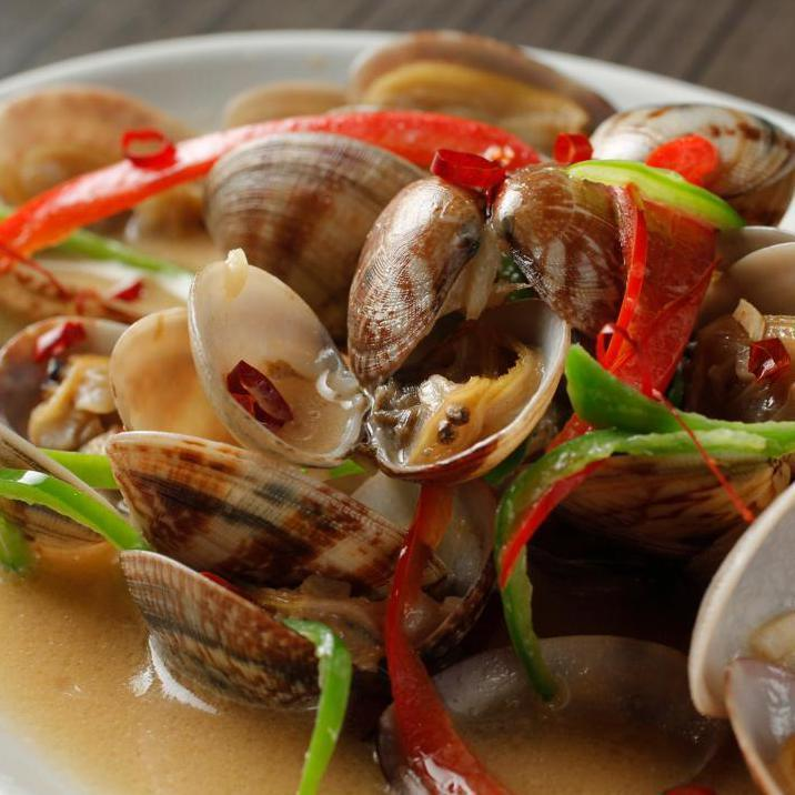 Stir-fried Thai clams milk