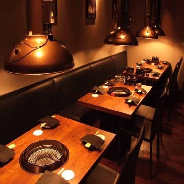 木地板和墙壁,Ashirai绿色帆布,如陆军帐棚,在独特的和成人的气氛结束。由于从2人到12人,这是理想的公司的宴会和发射。请使用一切手段在年终派对和新年的到来。