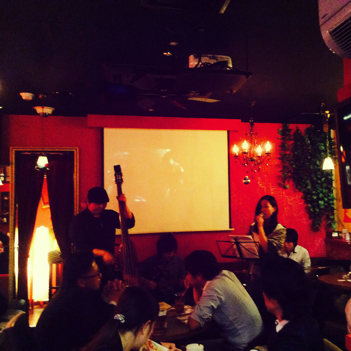 Although it is irregular, live band live is held, too! Various events as well!