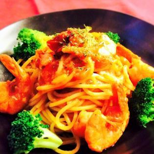 Shrimp and broccoli with tomato cheese pasta