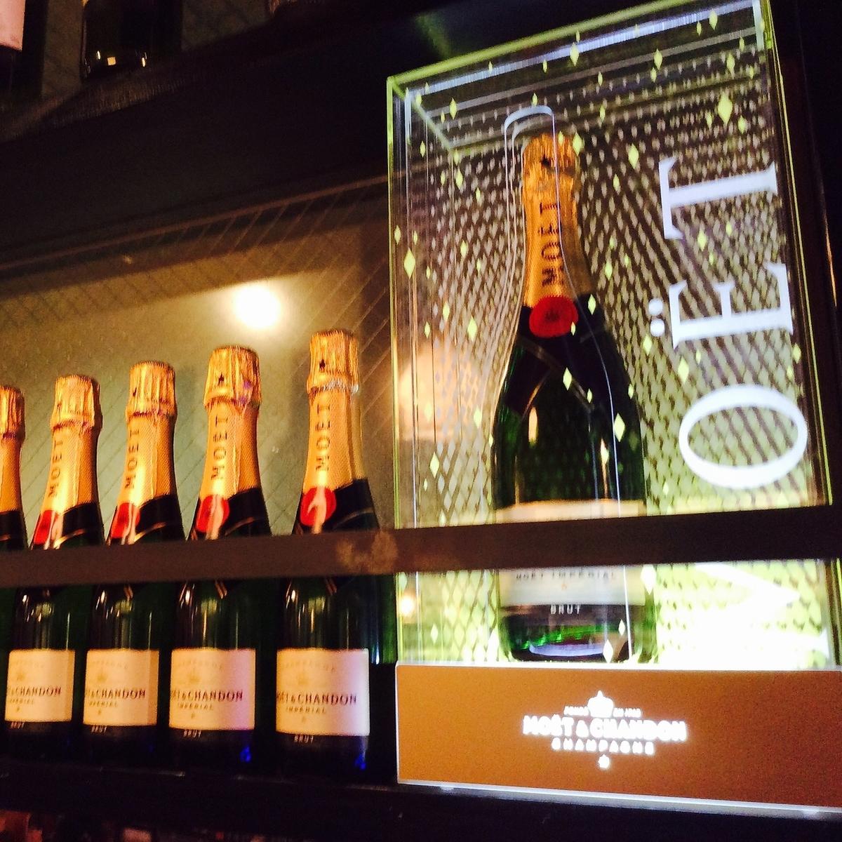 豪华香槟moeshan,限10人1杯500日元