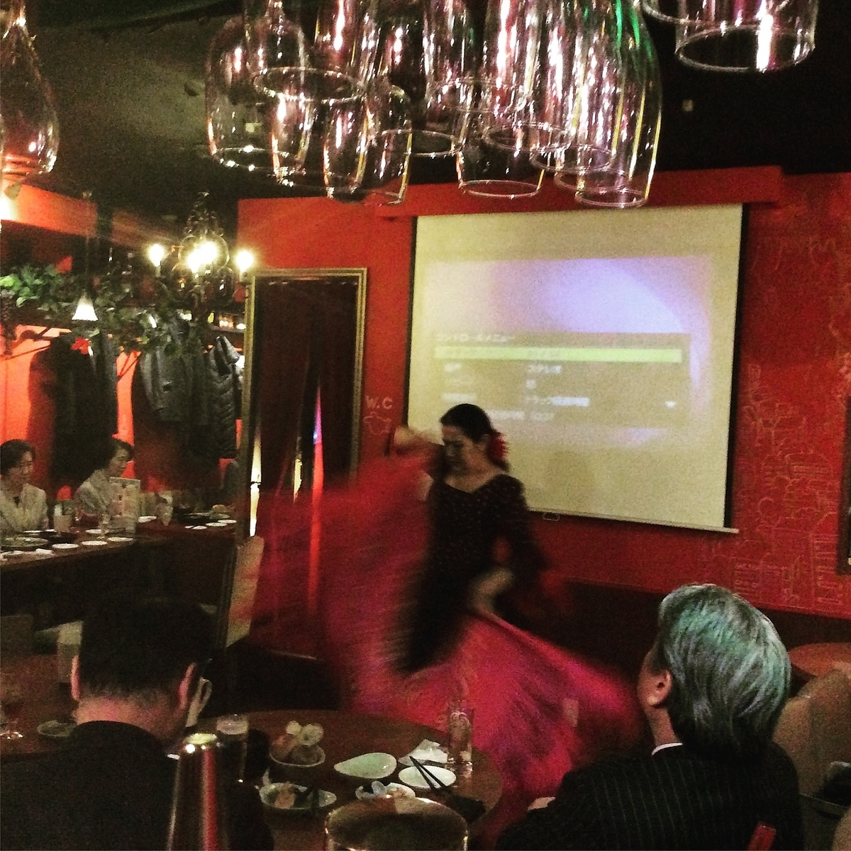 From lively bars in the atmosphere of 20 people, it is possible to rent out according to the budget.Please contact us for private budget etc. Flamenco dancers are also available for reservation.