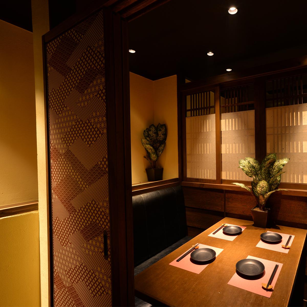 개인 실 일본식 모던 개인 실 공간 !! 소규모 모임에 ◎ 차분한 조명과 일본식 공간이 기분 좋고, 소중한 사람과의 거리가 훨씬 가까워 질 것입니다.점은 2 명에서 최대 40 명까지 이용 가능.[천문관 · 주점 · 후퇴 · 개인 실 · 향토 요리]