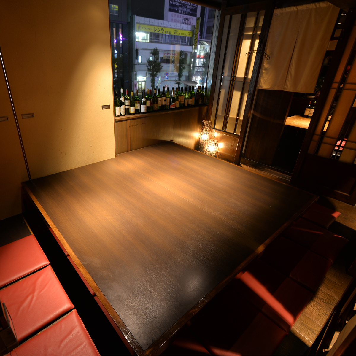 휴식 다다미 별실은 간접 조명 일본식 모던 아름다움 공간.차분한 조명과 일본식 공간이 기분 좋고, 소중한 사람과의 거리가 훨씬 가까워 질 것입니다.점은 2 명에서 최대 40 명까지 이용 가능.[천문관 · 주점 · 후퇴 · 개인 실 · 향토 요리]
