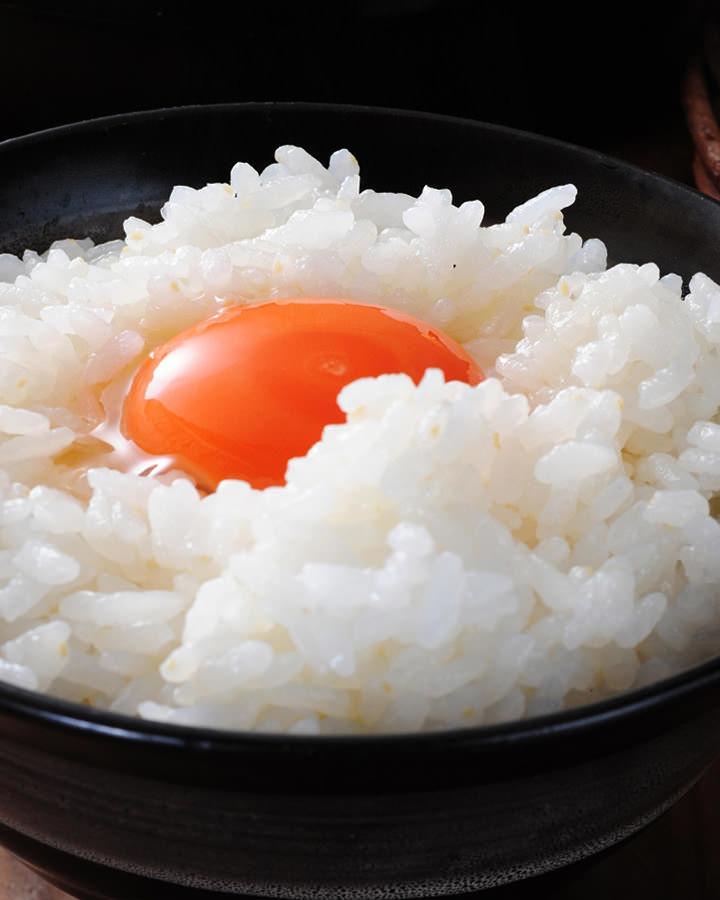 兵庫県産棚田米こしひかり使用。炊きたての卵かけご飯。