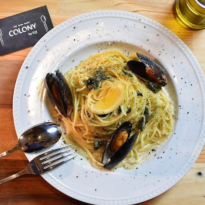Mussels and spinach lemon cream pasta