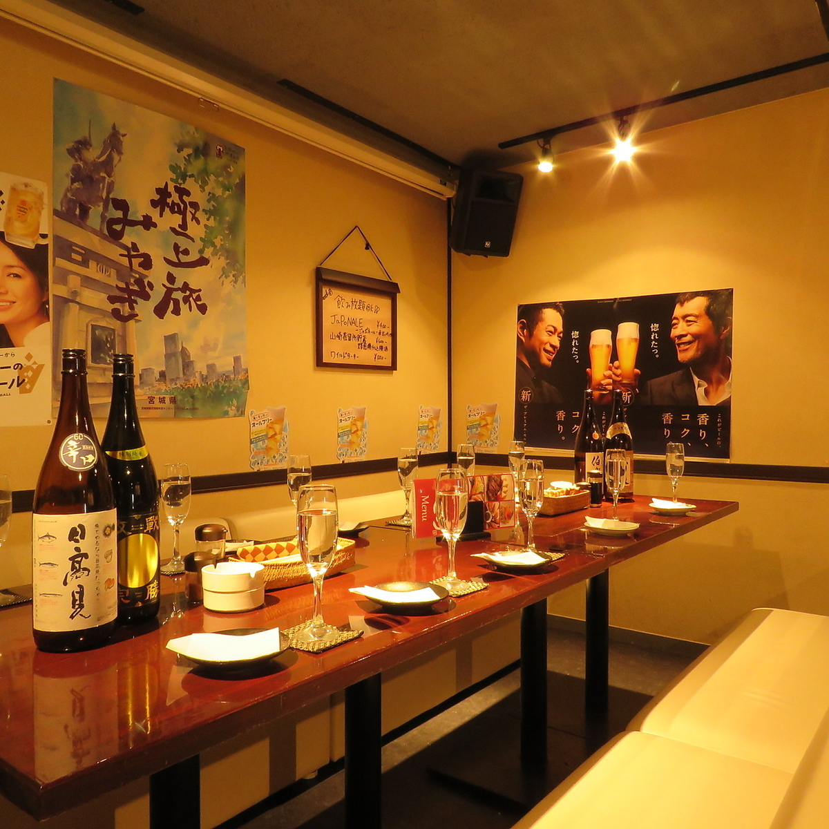 We can accommodate small groups of 8 to 15 people ♪ We can accommodate a variety of people by connecting sofas and tables.