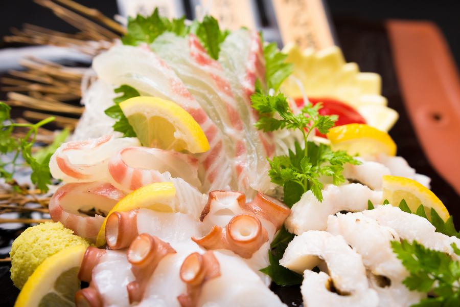 [Akashi near seafood sashimi platter 980 yen] boat prime-figure entering prime also Yes! Akashi octopus and Akashi sea bream, is Densuke conger Recommended!