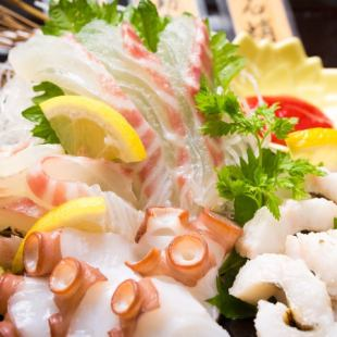 【At a casual party】 Three kinds of sashimi and creative skewers Tempura All seven items Easy course 120 minutes Drinking attachment 4000 yen Cash price