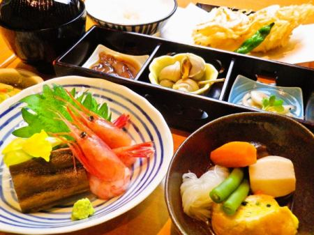 """Echizuna Umami Zen sauce"", which can taste the famous products of Toyama at once, such as drizzle, white shrimp and firefly squid, is an introduction to the food of Toyama."