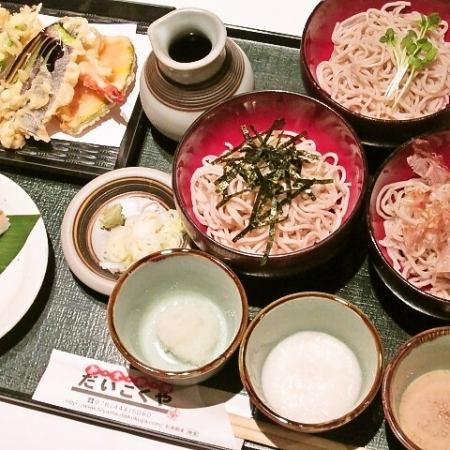 Enjoy the free combination of three kinds of condiments and tempura!