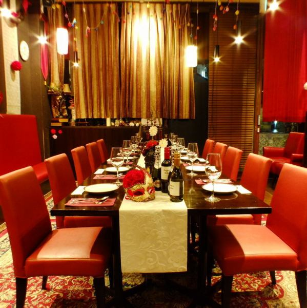 Small group for 15 ~ 20 people is welcome! Charging table setting is also free and fashionable inside a luxurious year-end party ♪ Maximum capacity of 60 guests is available so please feel free to call us.