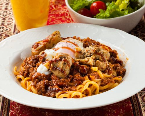 Chicken and warm egg ragout sauce