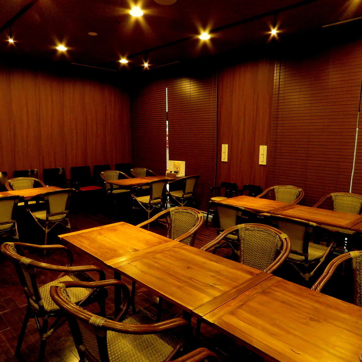 Private space can be enjoyed up to 20 people in the back of the partition.Seat combination is also possible, so please feel free to contact us.