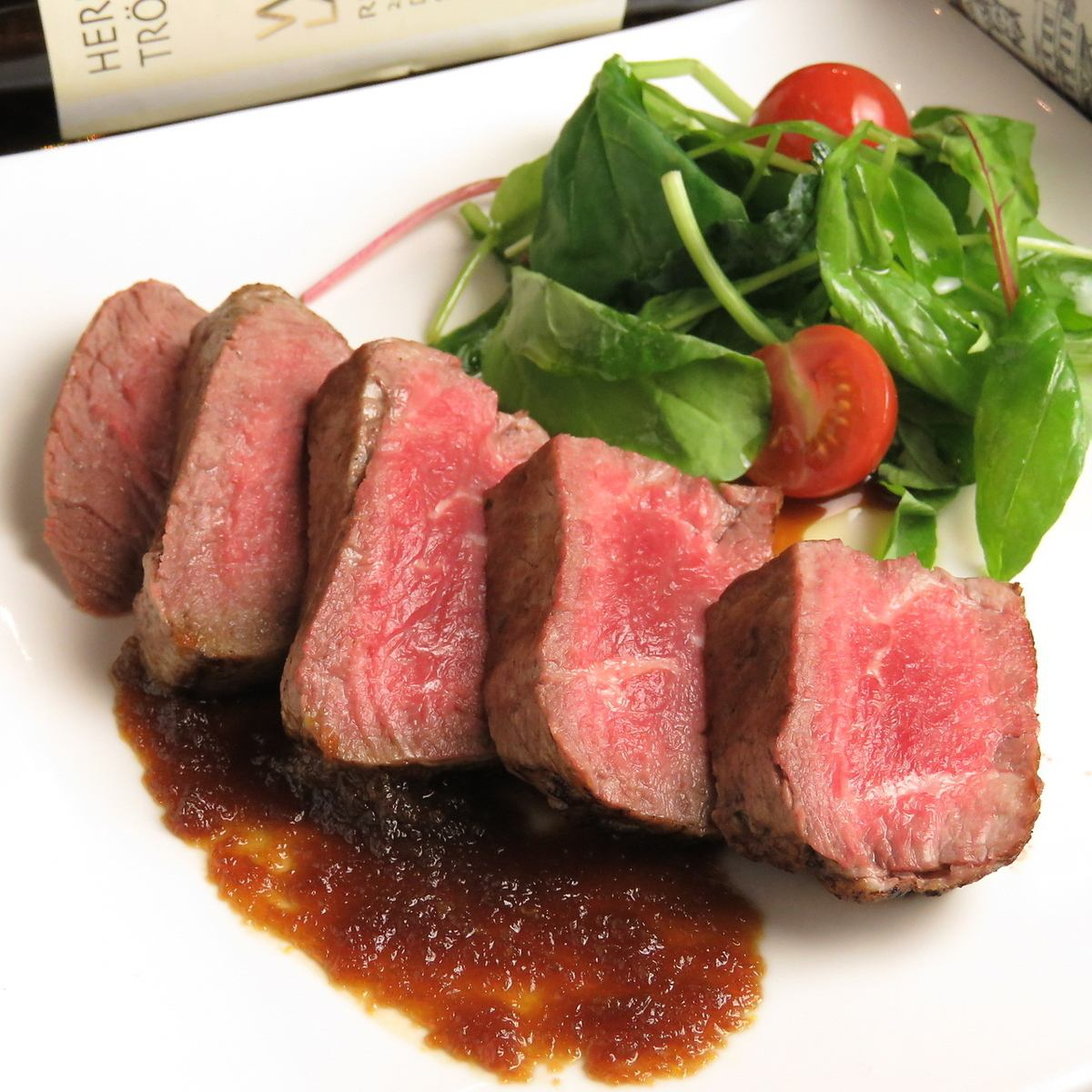 Various luxury lunches including Guernica steak (150 g) 1680 yen available