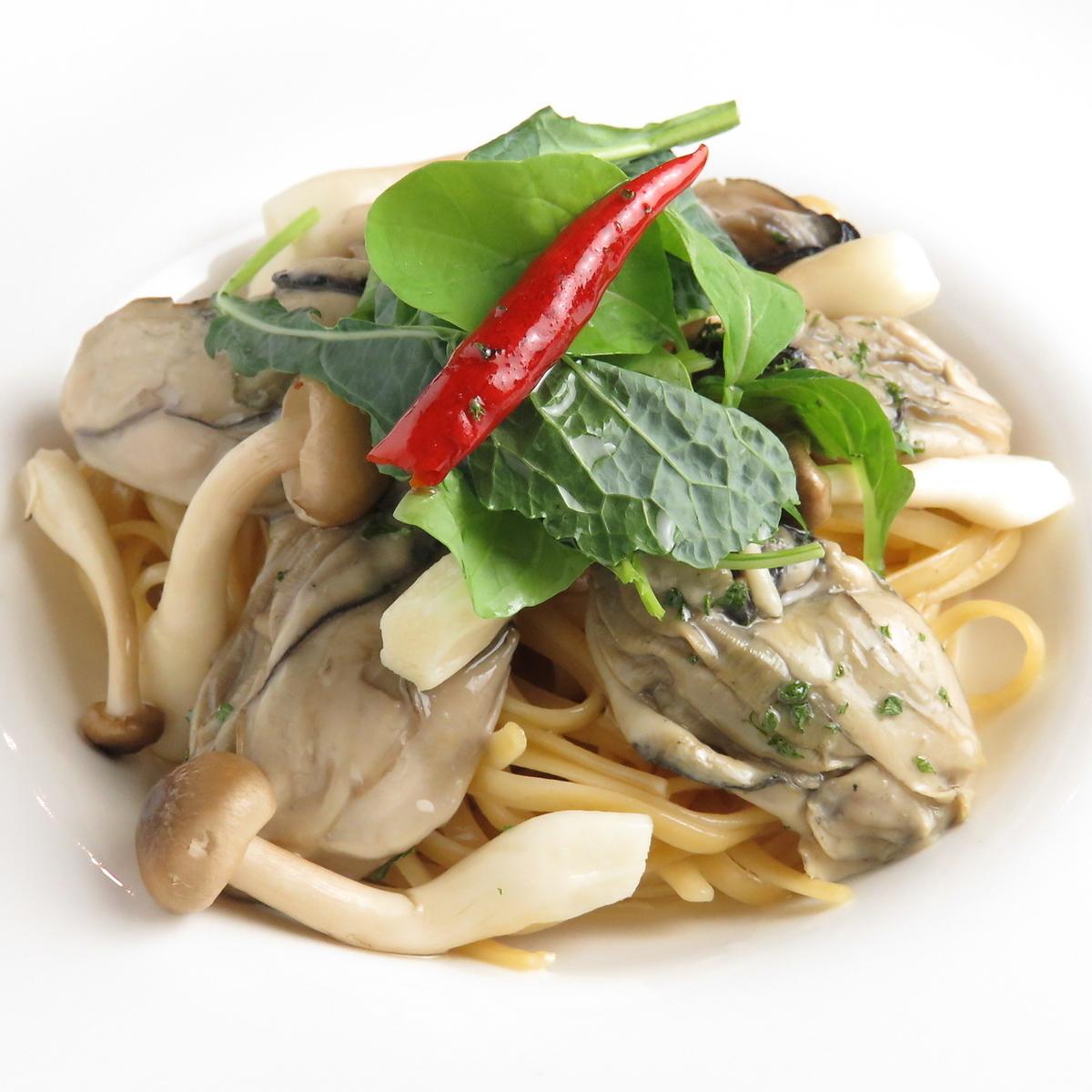 牡蠣和豆瓣菜油意大利面