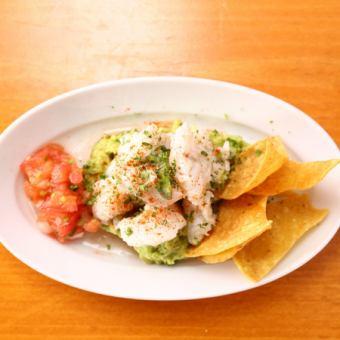 白身魚のメキシカンライム アボガド添え